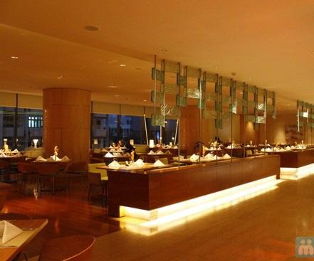 Thuong thuc buffet tai nha hang Nha Trang