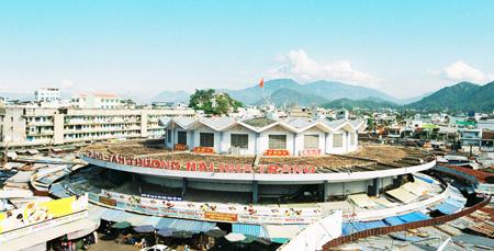 Chợ Đầm Nha Trang chụp từ trên cao.