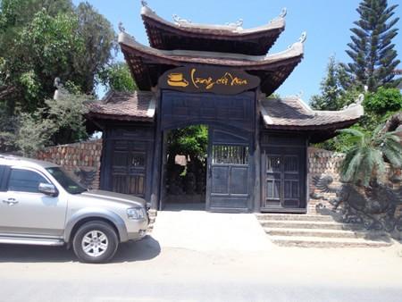 Cổng vào làng cối đá ở Nha Trang.