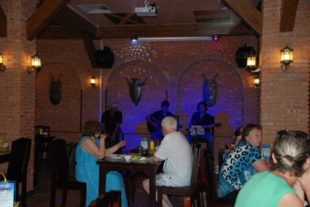 Nhà hàng Bia tươi Beerfest-vn thỉnh thoáng khuyến mại thu hút thực khách.