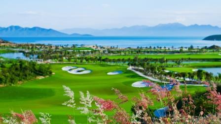 Sân golf của khu nghỉ dưỡng Vinpearl Nha Trang.