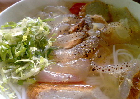 Bún sứa- món ăn đặc sản chỉ có ở Nha Trang.