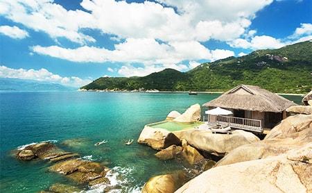 Vịnh Ninh Vân thuộc huyện Ninh Hòa là một trong những vịnh đẹp nhất Việt Nam.