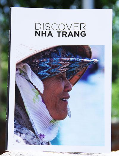"""Bìa sách """"Discovery Nha Trang"""""""