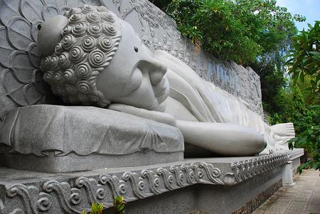Chùa Long Sơn- Ngôi chùa nổi tiếng nhất Khánh Hòa.