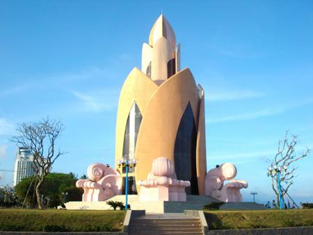 Tháp Trầm Hương biểu tượng của thành phố Nha Trang.